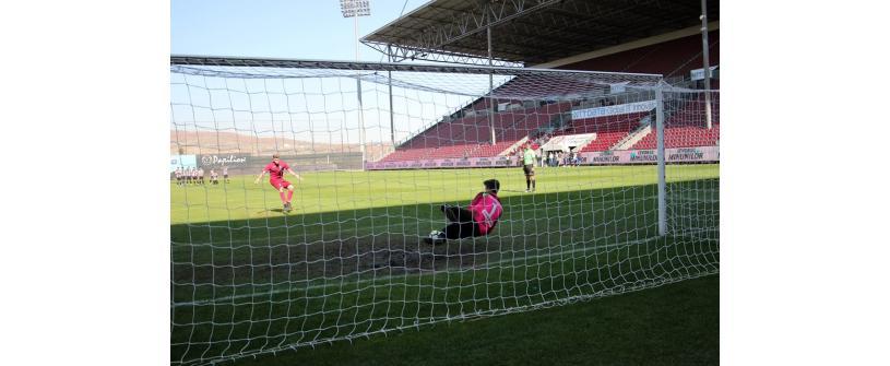 """Eliminaţi la penalty-uri, în mini-derby-ul Clujului. CFR – """"U"""" 2-2 (4-3, d.p)"""